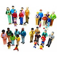 Pretend Play Multicultural Families- 32 Piece